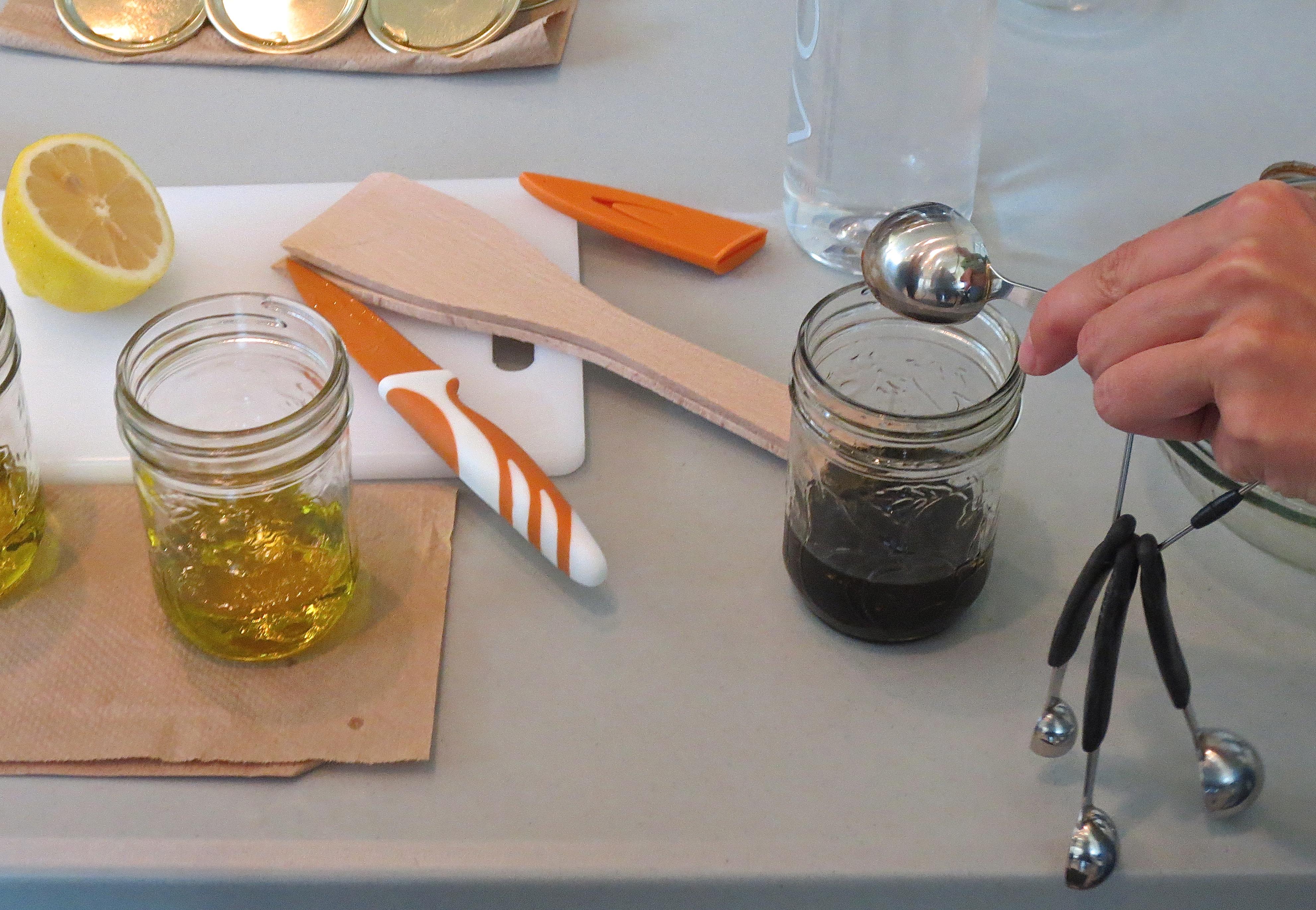 how to make basic oil and vinegar dressing